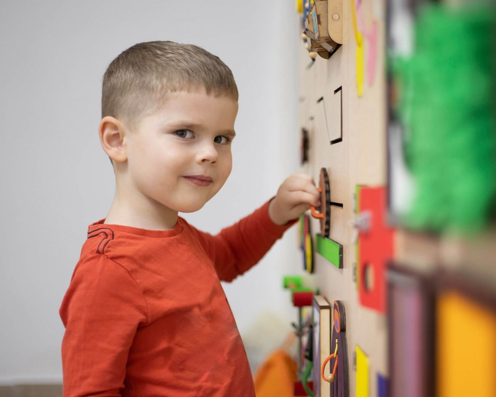 Stock image: boy playing on wall